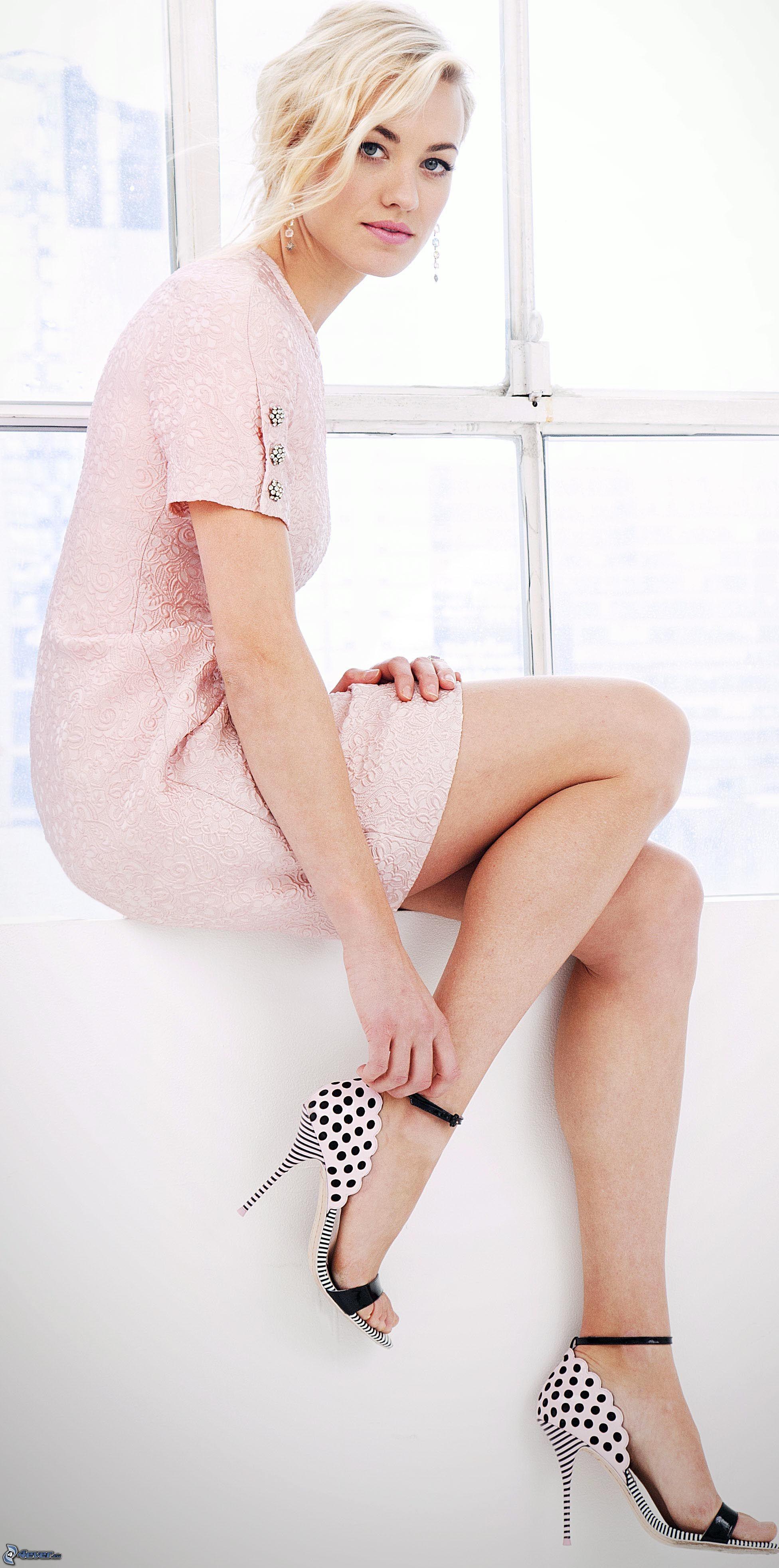 Yvonne Strahovski nackt Bild