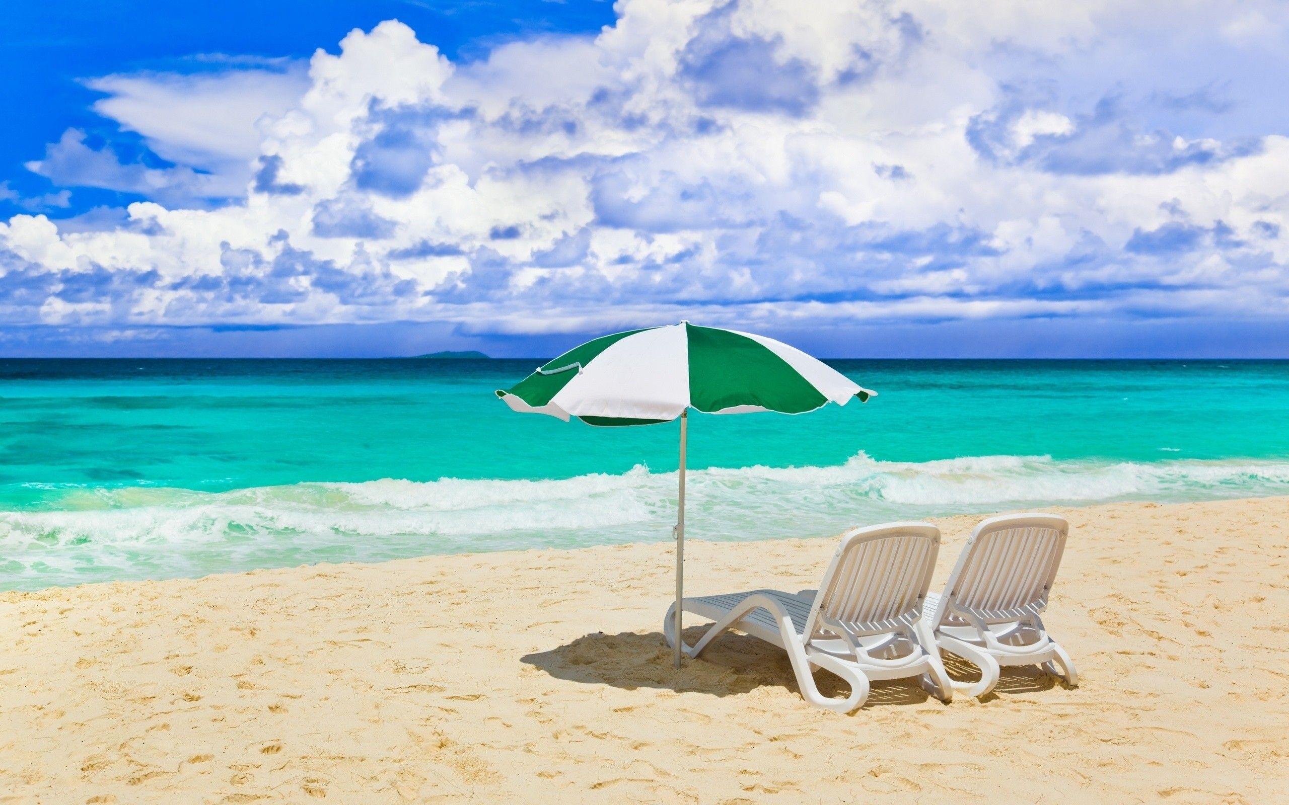 Liegestuhl mit sonnenschirm strand  Liegestühle