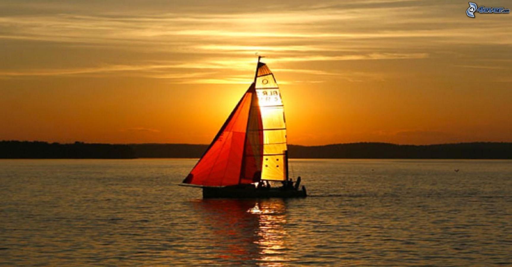 Segelschiffe auf dem meer sonnenuntergang  Boot auf dem See